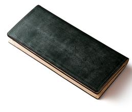 お金持ちが持つ緑色の財布