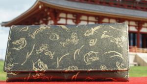 風水財布の黒色と金色のお財布で金運を上げる